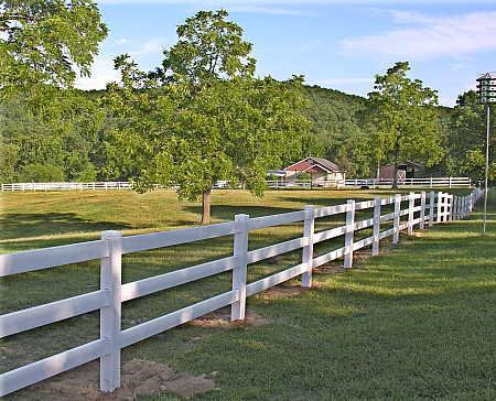 Polyvinyl 3-Rail Equestrian Fencing