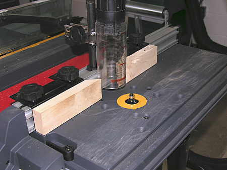 Roundover bit in router table